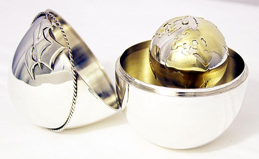 creazione esclusiva in argento mondo uovo di colombo